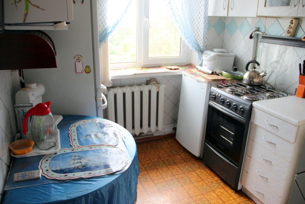 Продать 3-комнатную квартиру домодедово г, белые столбы мкр, авенариуса ул 3 100 000